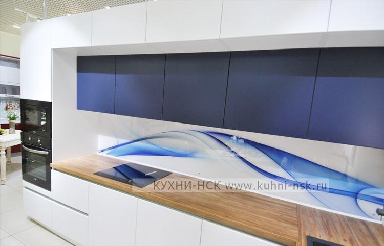 дизайн кухни белый+синий+дерево